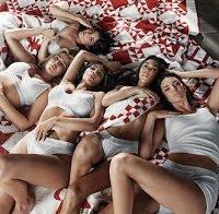 Irmãs Kardashian e Jenner todas juntas em ensaio sensual