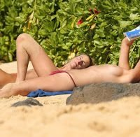 Toni Garrn em topless