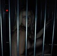 Actriz Elisabeth Hower topless (Escape Room 2017)