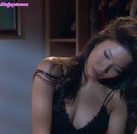 Mais uma cena com Jani Zhao em lingerie