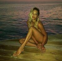 Rita Ora publica fotos nua