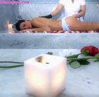 Carolina Loureiro faz massagem semi-despida (Fama Show)