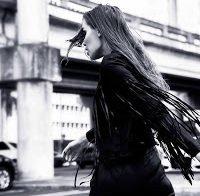 Daria Konovalova topless a preto e branco