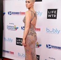 Katy Perry adere aos vestidos transparentes