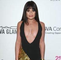 Lea Michele não se inibe no decote