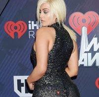 Bebe Rexha em vestido transparente