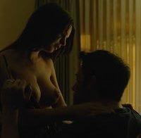 As mamas de Emily Ratajkowski topless (2014)