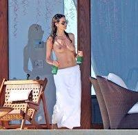 Heidi Klum em topless de férias