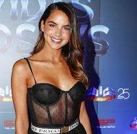 Sara Matos destaca-se com roupa transparente