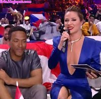 Sílvia Alberto na Eurovisão: mega decote e upskirt