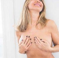 Mais fotos de Cláudia Jacques de lingerie (praticamente nua)