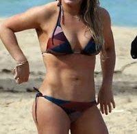 A famosa Hilary Duff de biquini