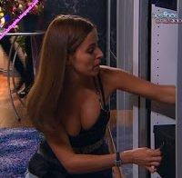 Catarina Gouveia despida em cena de sexo na banheira (2013)
