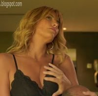 Isabel Figueira de lingerie em cena erótica