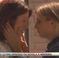 Jessica Athayde e Paula Neves em cena lésbica