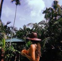 Joana Duarte publica foto com biquini mal posicionado