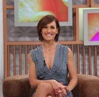 Upskirt e decote da apresentadora Fátima Lopes