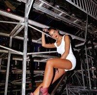 O cameltoe de Sara Matos de cuecas a imitar Miley Cyrus