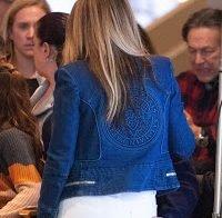 Noivo de Jennifer Lopez apalpa-lhe o rabo em público
