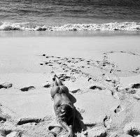 Bárbara Norton de Matos topless na praia