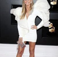 Heidi Klum exibe as suas belas pernas na 61ª gala dos Grammys