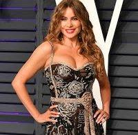 Sofia Vergara de decote abusado em festa da Vanity Fair