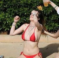Bella Thorne sensual de biquini em Miami