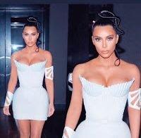 Kim Kardashian de decote abusado