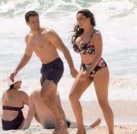 Kelly Brook de biquíni em praia portuguesa