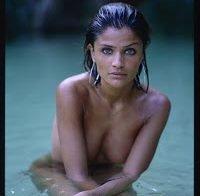 Helena Christensen em fato de banho transparente