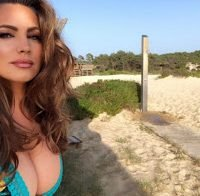 Kelly Brook de decote abusadíssimo