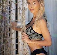 Laura Figueiredo exibe curvas nas redes sociais