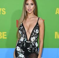 Kara del Toro de decote super abusado