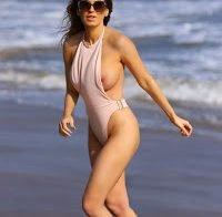 Ana Braga topless na praia