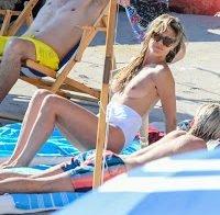 Heidi Klum apanhada a fazer topless ao lado do marido e cunhado