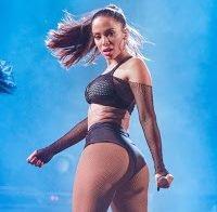 Anitta publica video escaldante a abanar o rabo
