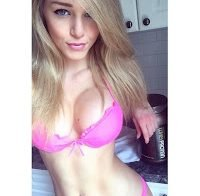 Modelo de Instagram Courtney Tailor semi-nua