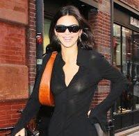 As mamas de Kendall Jenner em roupa transparente