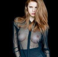 Emily Deyt-Aysage topless (mamas incríveis)