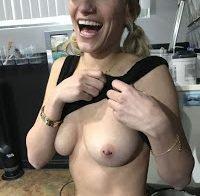 Lexy Panterra topless a exibir nova tatuagem