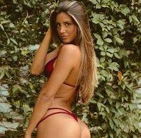 Mariana Morais semi-nua em biquínis reduzidos