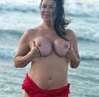 Lisa Appleton novamente topless