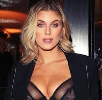 Ashley James topless (roupa transparente)