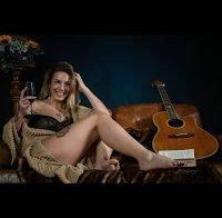 Liliana Oliveira semi-nua de lingerie