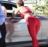 Jennifer Lopez destaca rabo em leggings