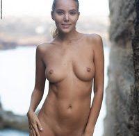 Modelo Katya Clover nua
