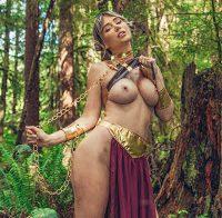 Sara Underwood mostra mamas vestida de princesa Leia