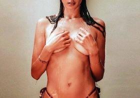 Alessandra Ambrosio posa topless para campanha