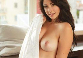 Italiana Alerose nua e sexy em várias fotos