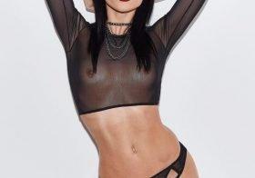 Jordan Ebbitt mostra-se basicamente nua em roupa transparente